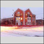 еще одно красное здание