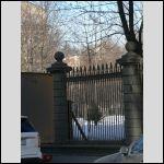 Это тоже вид на заднюю часть здания с Сампсониевского проспекта через Выборгский садик и его ограду. Как мне рассказывали, ограду строили пленные немцы. Она уже разваливается.